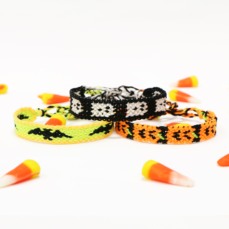 Halloween-DIY-Friendship-Bracelet-Body